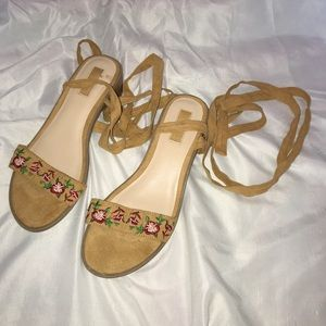 🌟Forever 21 Tan Sandals with Floral Pattern